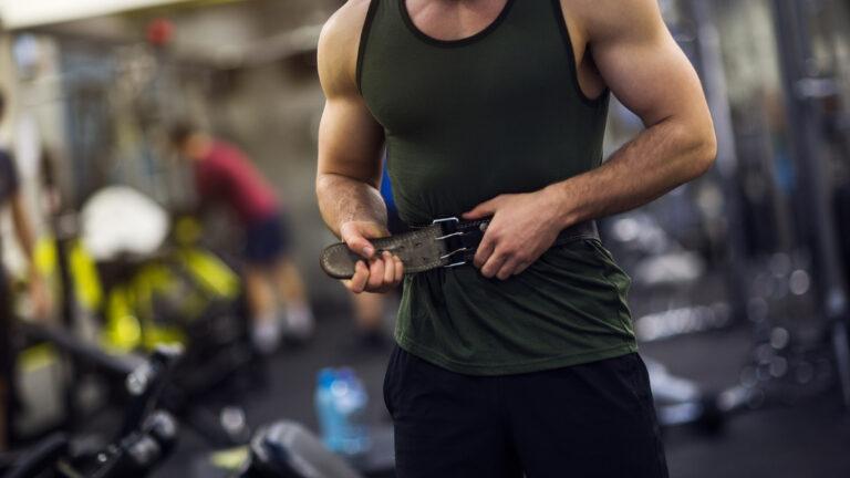 Man using lifting belt