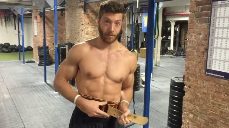 Man securing weightlifting belt