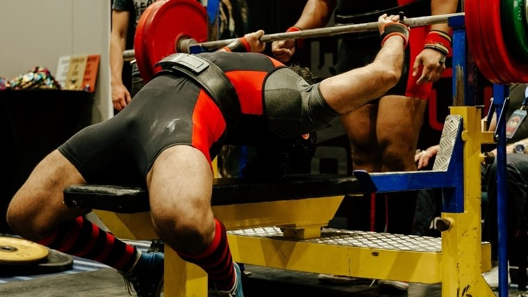 Powerlifter arching during bench press