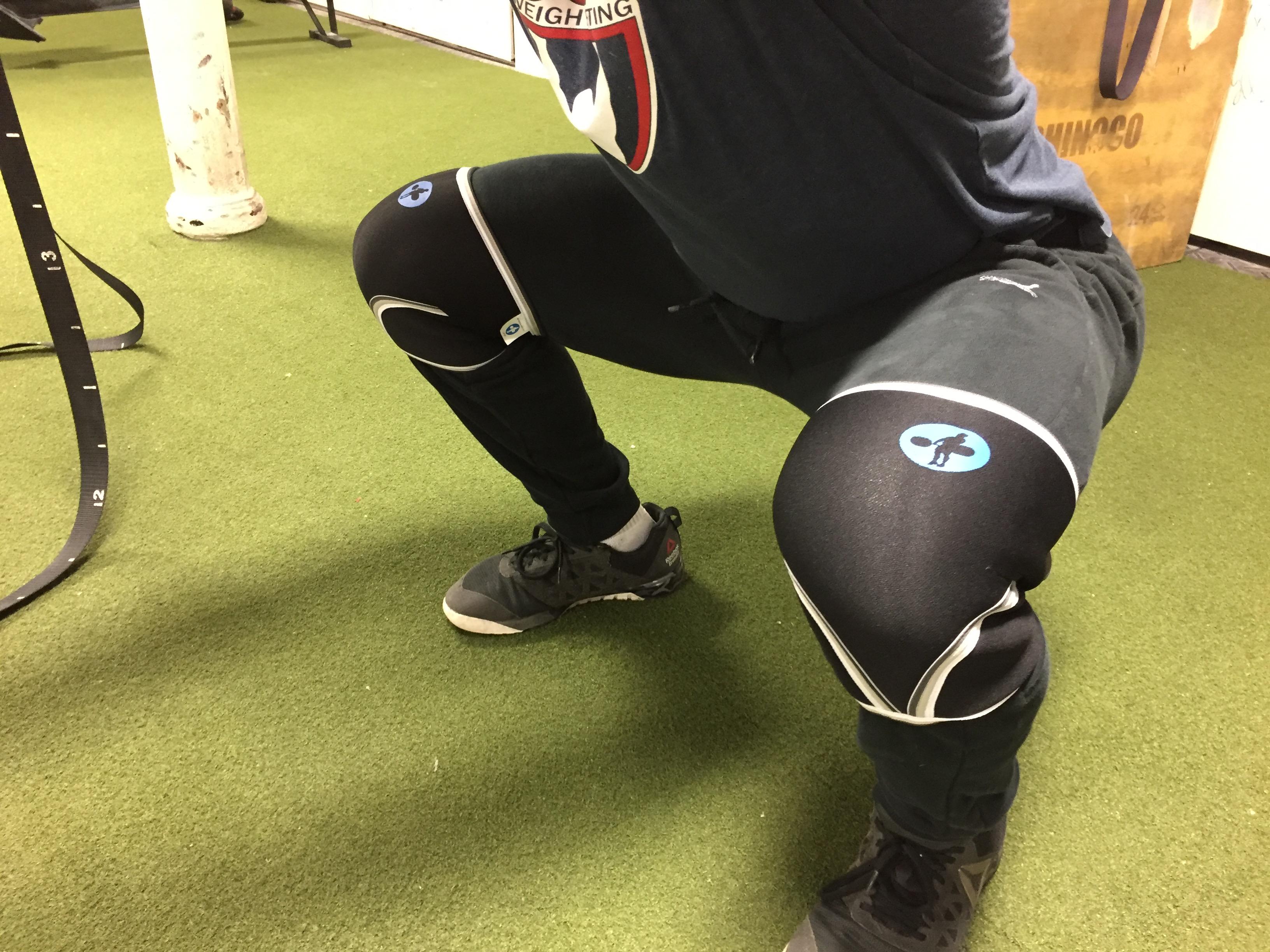 7577362599 Hookgrip Neoprene Knee Sleeves 2.0 Review - BarBend