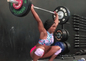 Quiana Welch snatching in training
