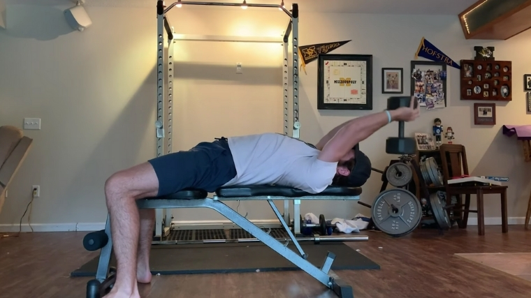 Dumbbell Pullover Middle Phase