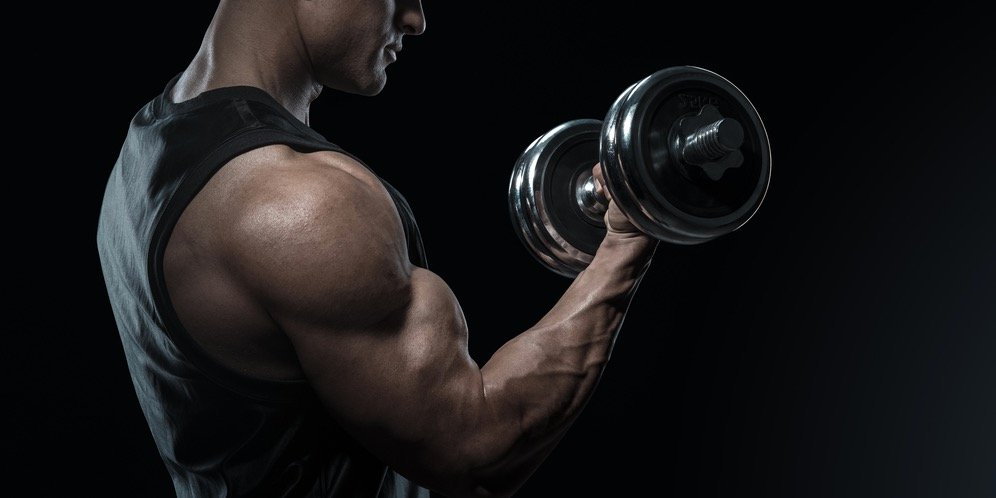 3 Reasons Why Bicep Curls Are Good for Your Shoulders | BarBend