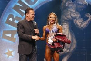 Gov. Arnold Schwarzenegger awards Natalia Soltero the Figure International title