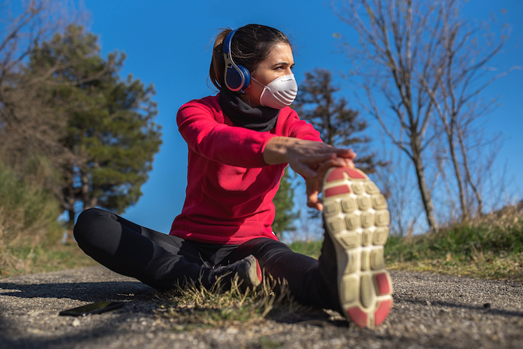 woman jogging coronavirus mask