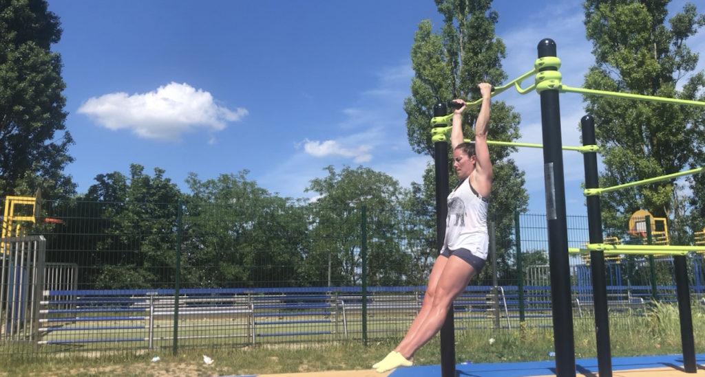 Hanging Leg Raises Start