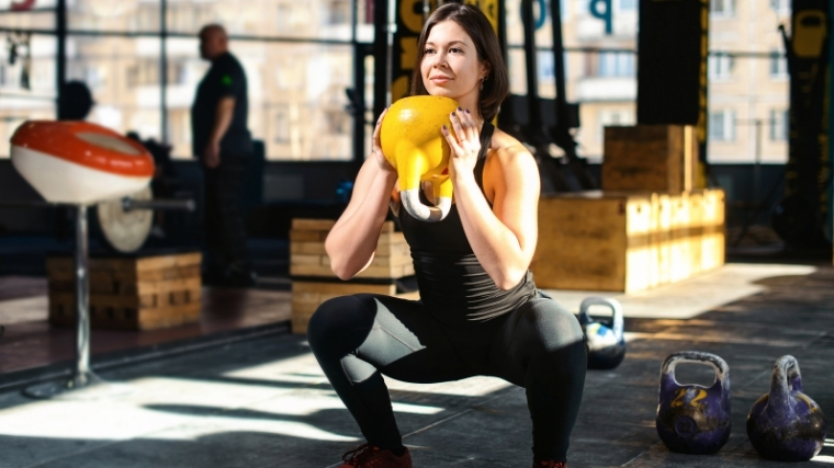 Woman doing goblet squat