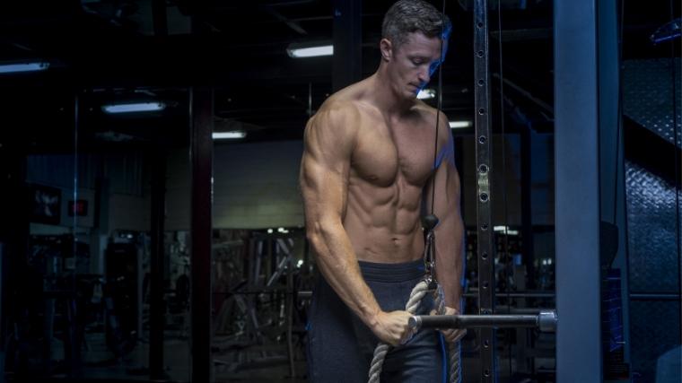 Man doing Triceps Pushdown