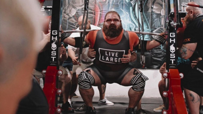 Powerlifter Dan Bell totals 2,600 pounds