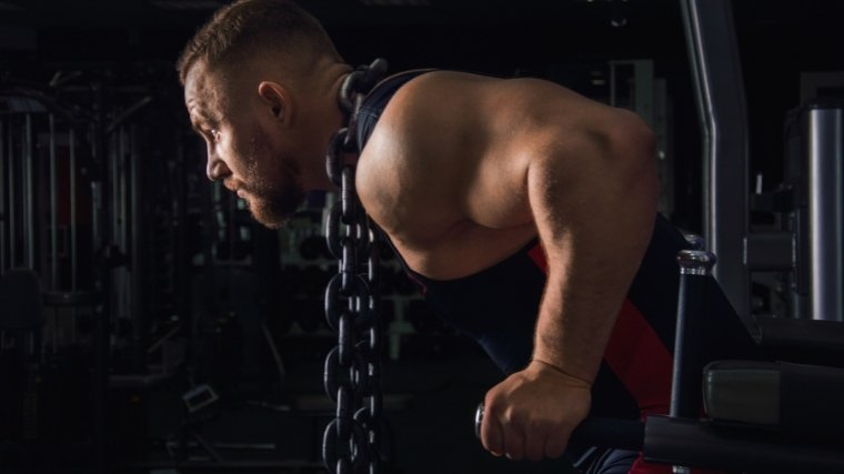 Man doing dips with chains