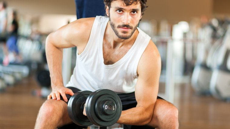 new bodybuilder doing biceps twists